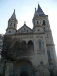 Novorománský-kostel-sv.Petra-a-Pavla-v-Hosíně.jpg